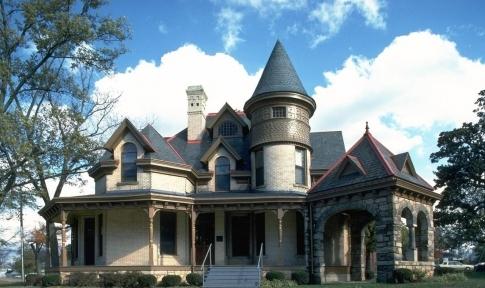 дом-замок в романском стиле